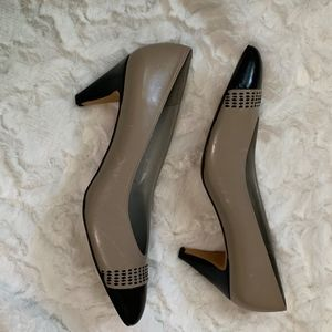 Pappagallo Black and Tan Heels SZ. 9 1/2 N
